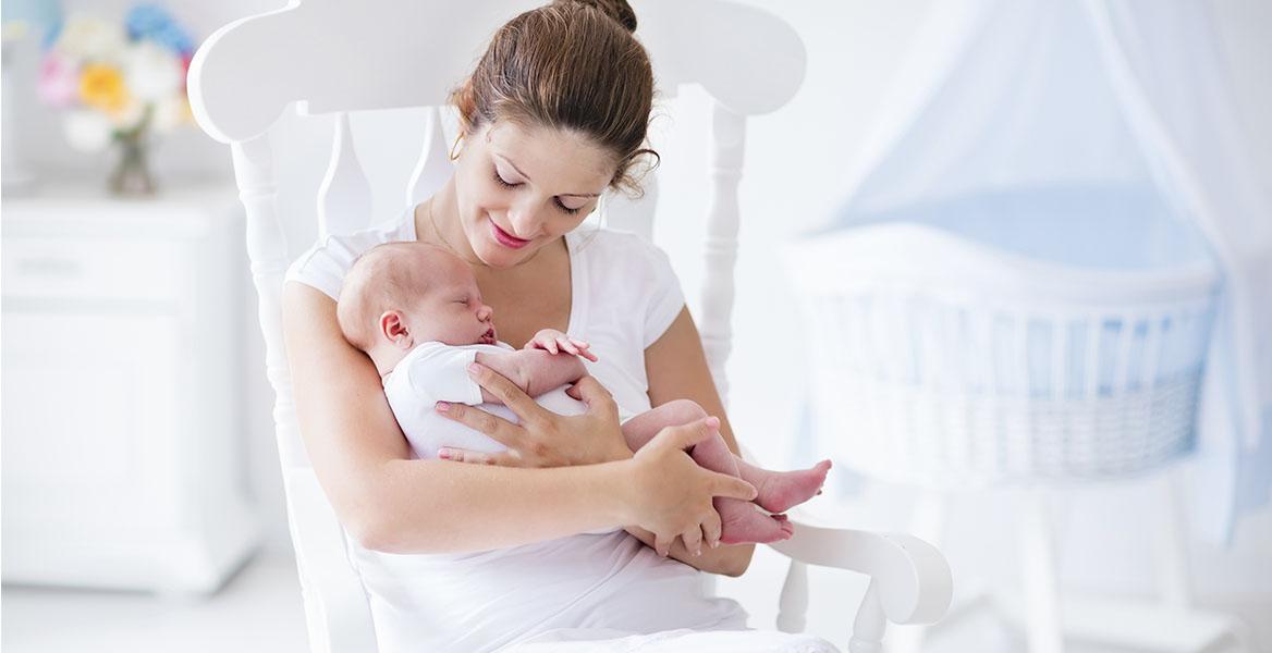 Dowiedz się, jak przygotować się na nadejście dziecka, co powinna zawierać wyprawka dla noworodka i o czym pamiętać przed porodem?