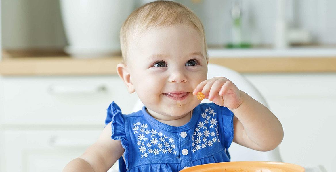 Jak nauczyć dziecko samodzielnego jedzenia i kiedy najlepiej to zrobić?
