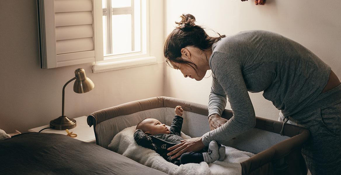 Jak usypiać niemowlę, aby czynność ta nie była stresująca ani dla dziecka ani dla rodziców?
