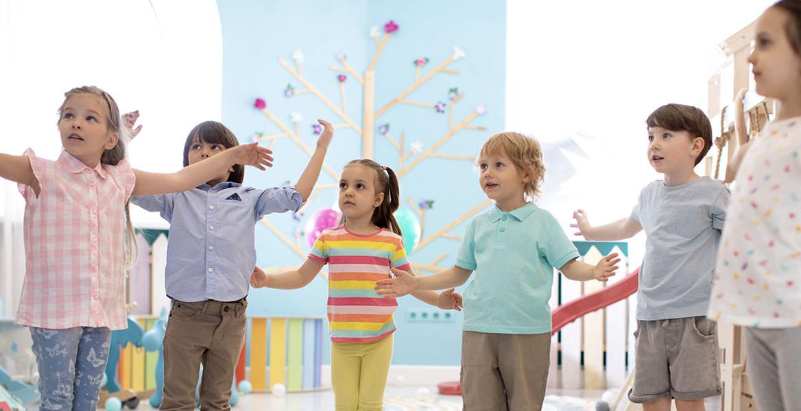 Czym są wady postawy u dzieci i jaka jest ich przyczyna? Jakie ćwiczenia na wady postawy powinno wykonywać Twoje dziecko?